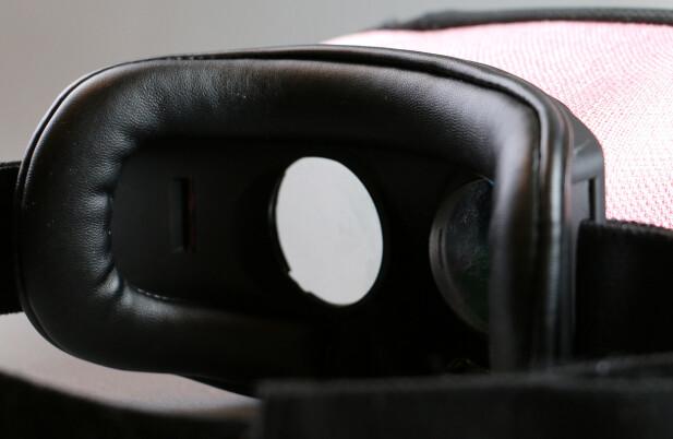 MYKT: MovieMask har god polstring mot ansiktet ditt, selv om vi gjerne skulle hatt noe mykt inntil nesa også. Foto: Pål Joakim Pollen