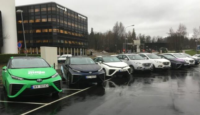 HYDROGENBILER: Dagens hydrogenbilpark i Norge fordeler seg på de to modellene Toyota Mirai og Hyundai ix35 (bildet). Foto: Knut Moberg