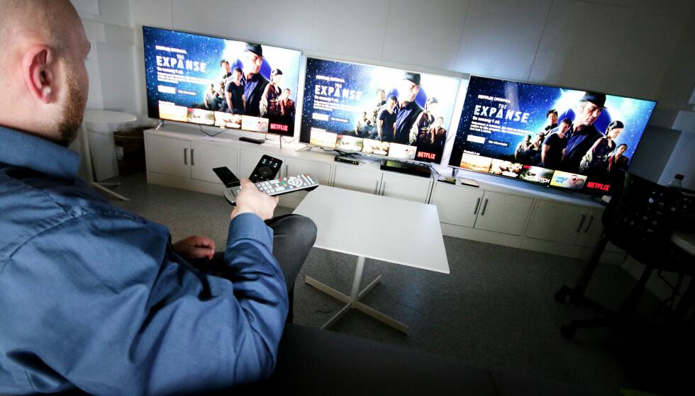 STRØMMEFEBER: Strømming av video, også fra NRK, er i utgangspunktet avgiftsfritt. Med de rette grepene kan du derfor slippe å betale TV-lisensen - i hvert fall en stund til. Foto: Ole Petter Baugerød Stokke