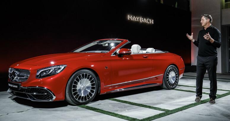 NIVÅET OVER: Når en vanlig S-klasse ikke er fint nok, må man ty til Mercedes-Maybach. Her vises den nye super-kabrioleten i Los Angeles. Foto: Daimler