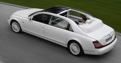 BLE KALT VULGÆR: Dette er forrige generasjon Maybach. Versjonen Landaulet på bildet kom i 2007, to år før merket ble lagt ned. Foto: Daimler