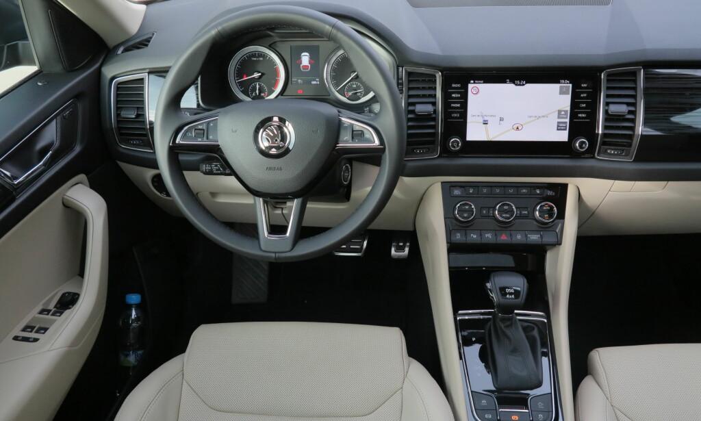 FUNKSJONELT: Som hos Skoda generelt og hos konsernfetter Volkswagen, råder oversikt og hendig betjening på førerplass. Foto: Fred Magne Skillebæk