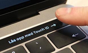FINGERAVTRYKK: Touch bar har et eget felt med Touch ID, som lar deg bruke fingeren for å låse opp maskinen, godkjenne kjøp og den slags. Foto: Pål Joakim Pollen