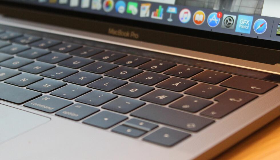 FLATERE TASTER: For noen år siden redesignet Apple tastaturet på sine bærbare Mac-er slik at det fikk flatere taster. Foto: Pål Joakim Pollen