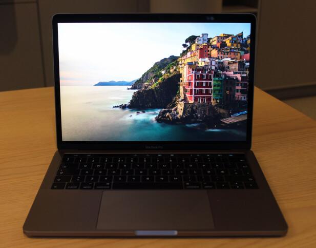 FLOTT SKJERM: Macbook Pro-skjermen er skarp, lyssterk og har svært gode farger. Foto: Pål Joakim Pollen