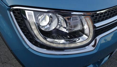 FULL LED: Inkludert med Safetech-pakken som alle bør velge, er LED-kjørelys, LED nærlys og LED fjernlys. Og det lyser godt i mørket. Foto: Knut Moberg