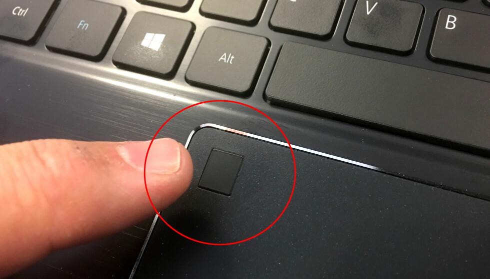 <strong>WINDOWS HELLO-FELT:</strong> Legg fingeren inntil feltet, og du er pålogget PC-en på sekundet. Snart skal du også kunne betale på samme måten. Foto: Bjørn Eirik Loftås