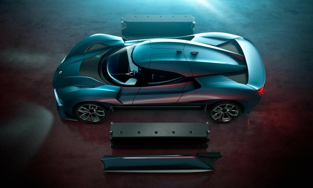 TO PAKKER: En batteripakke på hver side av bilen gir plass til aerodynamisk luftstrøm under bilen og gir suveren vektfordeling og stabilitet. Foto: NextEV