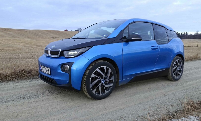 ÅRETS SALGSVINNER: Blant annet med elbilen i3 som i høst fikk betydelig lengre rekkevidde (bildet). sikret BMW seg en solid 3. plass på salgsstatistikken i 2016. Salget økte fra 9.600 til 12.100 biler og markedsandelen fra 6,4 prosent i 2015 til 7,8 i fjor. Foto: Knut Moberg