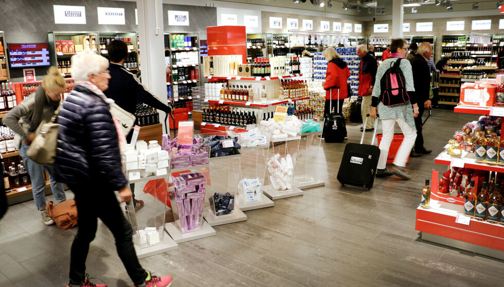 FORSKJELLIGE TAXFREESELSKAPER: Det er selskapet Airport retail group (ARG) som driver taxfreebutikkene på Sandefjord lufthavn Torp (bildet) - mens det er Heinemann som driver taxfreesalget på blant annet Oslo Lufthavn. Derfor er det også ulike priser. Foto: Ole Petter Baugerød Stokke.