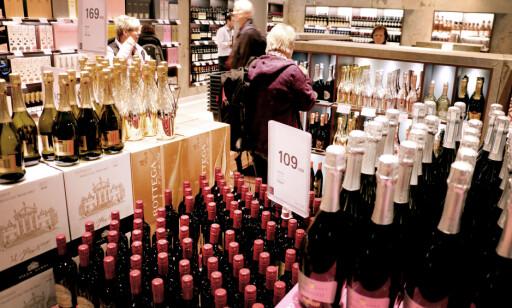 TAXFREE: De er gode til å reklamere på taxfree, og det ER selvsagt billigere enn på handle på Vinmonopolet. Foto: Ole Petter Baugerød Stokke