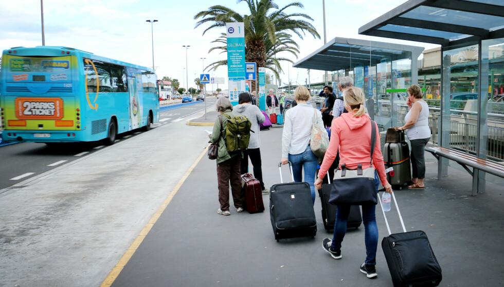 FRA FLYPLASSEN: Du kan velge buss eller taxi fra flyplassen i Las Palmas - vi har prøvd begge deler. Foto: Ole Petter Baugerød Stokke