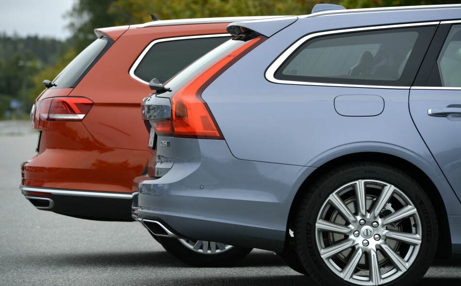 KJØPE NY BIL: Det kan være lurt å beholde bilen ut garantitiden. Men å velge rød lakk kan straffe seg når den skal selges. Foto: Anders Wiklund/TT
