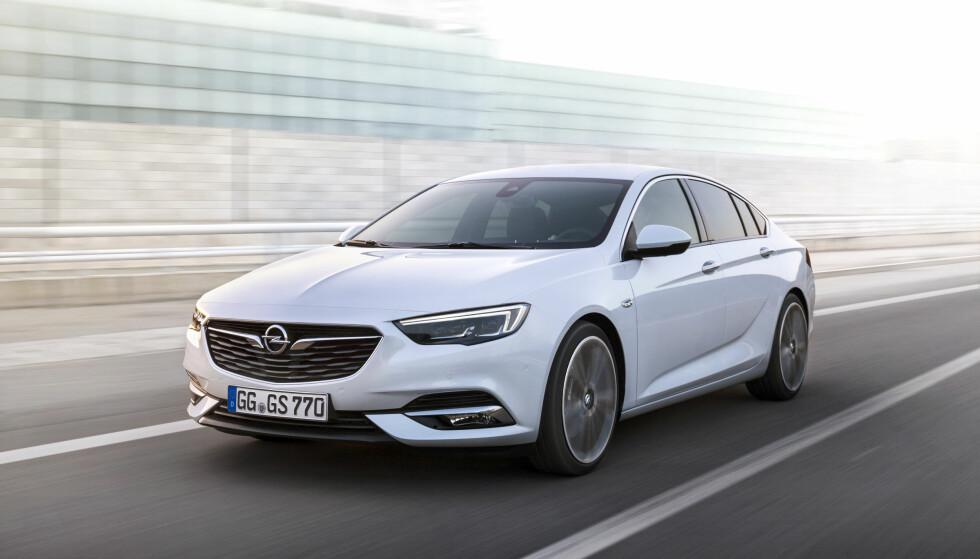MONDEO-KONKURRENT: Smalere lykter, lavere og forlenget profil - aner vi en fornyelse av konkurransen mellom Ford og Opel fra 70/80-tallet (Rekord mot Granada, for den som husker)...? Foto: Opel