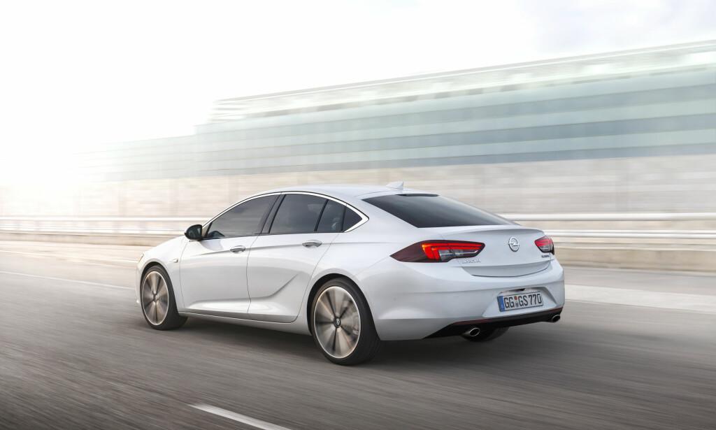 INSPIRASJON FRA MONZA CONCEPT: Mange av designlinjene fra konseptbilen Monza fra 2013 er å finne igjen i Insignia Grand Sport. Foto: Opel