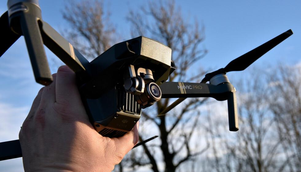MED KAMERA: DJI-dronene har innebygd kamera. Mavic sitt har noe svakere vidvinkel enn Phantom-modellene, men er mer lyssterkt. Foto: Pål Joakim Pollen