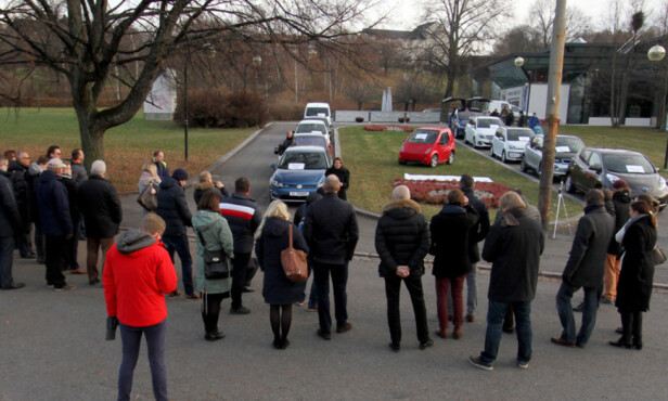 LAVT OPPMØTE: Det var langt fra 100.000 mennesker som hadde møtt opp ved Munchmuseet for å markere elbil nummer 100.000 i Norge. Foto: Ståle Frydenlund / elbil.no