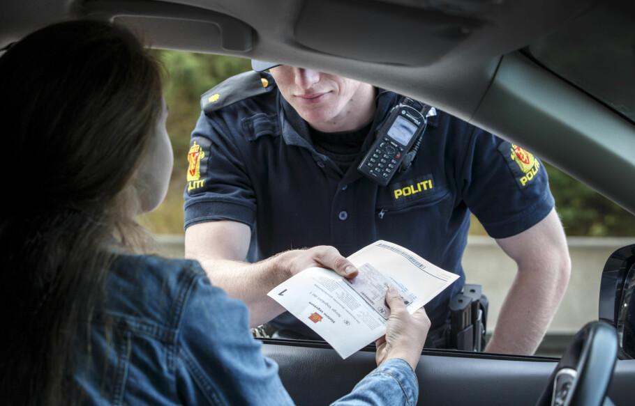 MISTET FØRERKORTET? Du kan bestille en midlertidig kjøretillatelse på nett, så du slipper å få bot om du blir stoppet i kontroll. Foto: Gorm Kallestad / NTB scanpix