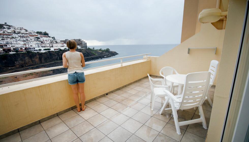 DETTE VAR BRA: Havutsikten fra terrassen trekker opp, men det hjelper lite når det er så mye annet som ikke er bra. Foto: Ole Petter Baugerød Stokke