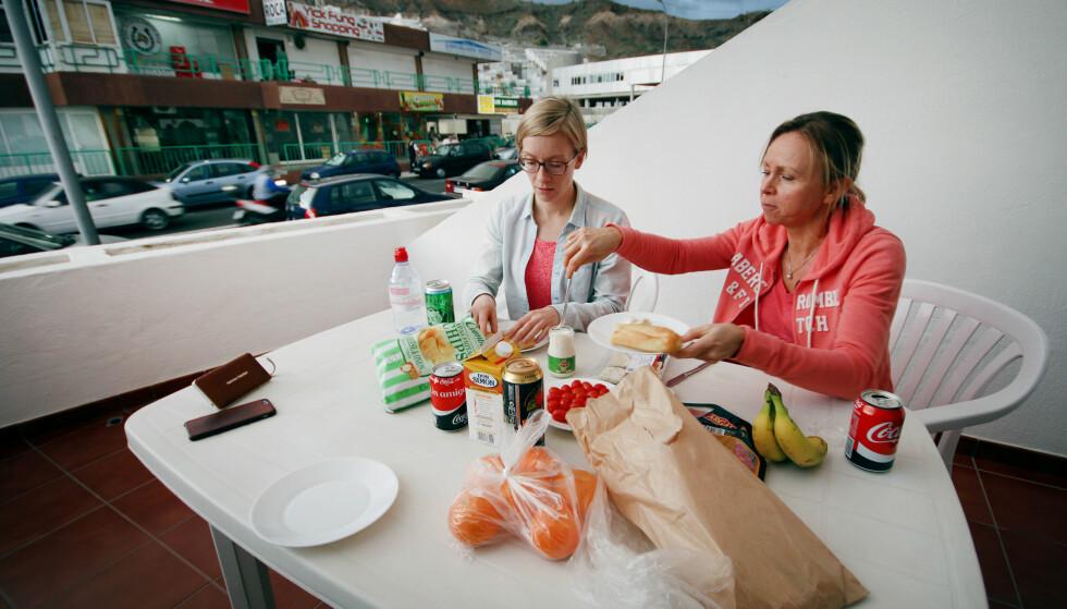 LEILIGHETSHOTELL: Her kan du lage og spise din egen mat. Men utsikten er så-som-så: Rett over på en trafikkert gate og kjøpesenter med barer og restauranter. Foto: Ole Petter Baugerød Stokke