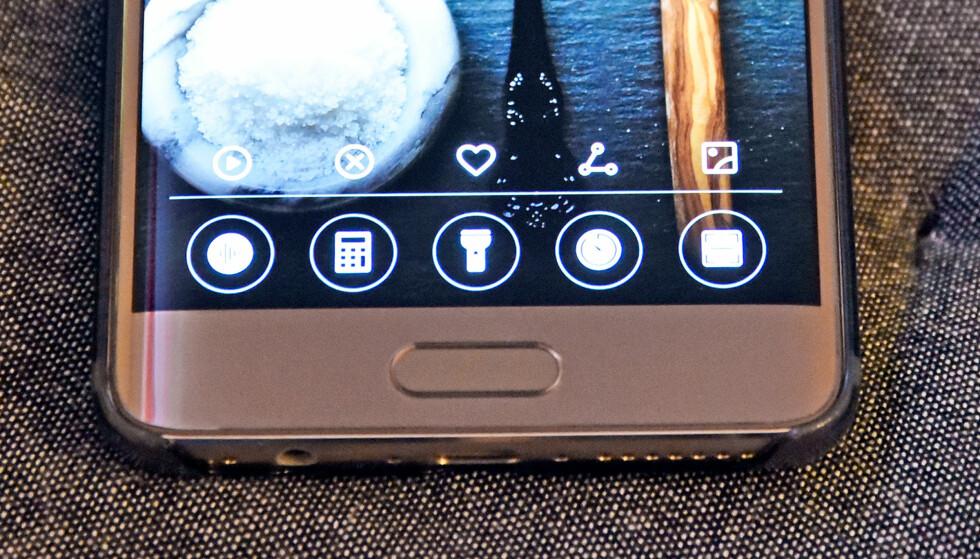 SVEIP OPP: Fra låst skjerm finner du noen kjekke snarveier om du sveiper opp fra bunnen av skjermen. Foto: Pål Joakim Pollen