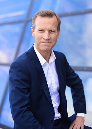 FORSVARER PRISEN: Kommunikasjonssjef Anders Krokan i Telenor mener det er logisk at det er billigere for norske kunder å ringe fra Sverige. Foto: Telenor
