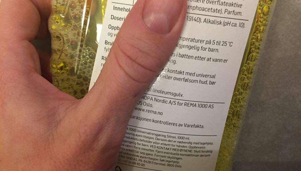 NØYTRAL: Som regel finner du informasjon om pH-verdien i vaskemiddelet på innholdsfortegnelsen på emballasjen. På fliser bør tallet ligge på rundt 7. Foto: Linn M. Rognø.