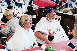 - IKKE VANLIG! Anne Beate og Petter Gislerud understreker at Sangria på dagtid ikke er hverdagskost for dem. Foto: Ole Petter Baugerød Stokke