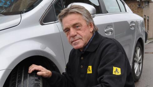 <strong>TØRK INNVENDIG:</strong> Det viktigste er å få bort all fuktighet inni bilen før du begynner med resten av rengjøringen, mener Jan Ivar Engebretsen, kommunikasjonsrådgiver i NAF. Foto: NAF.