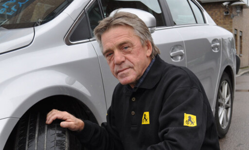 TØRK INNVENDIG: Det viktigste er å få bort all fuktighet inni bilen før du begynner med resten av rengjøringen, mener Jan Ivar Engebretsen, kommunikasjonsrådgiver i NAF. Foto: NAF.