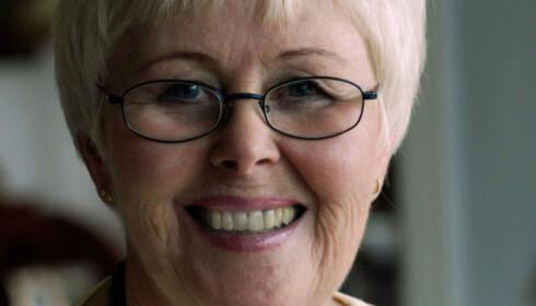 BRUKER TANNBØRSTEN: Rengjøringsekspert og forfatter Else Liv Hagesæther, er også glad i å bruke tannkosten til husvasken. Foto: Privat.