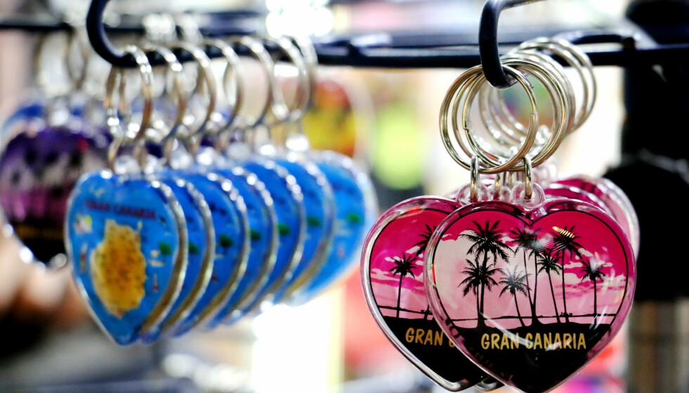 MINNER OG GAVER: Små minner og gaver til barn er det nordmenn kjøper mest av på kjøpesenteret i Puerto Rico. Foto: Ole Petter Baugerød Stokke