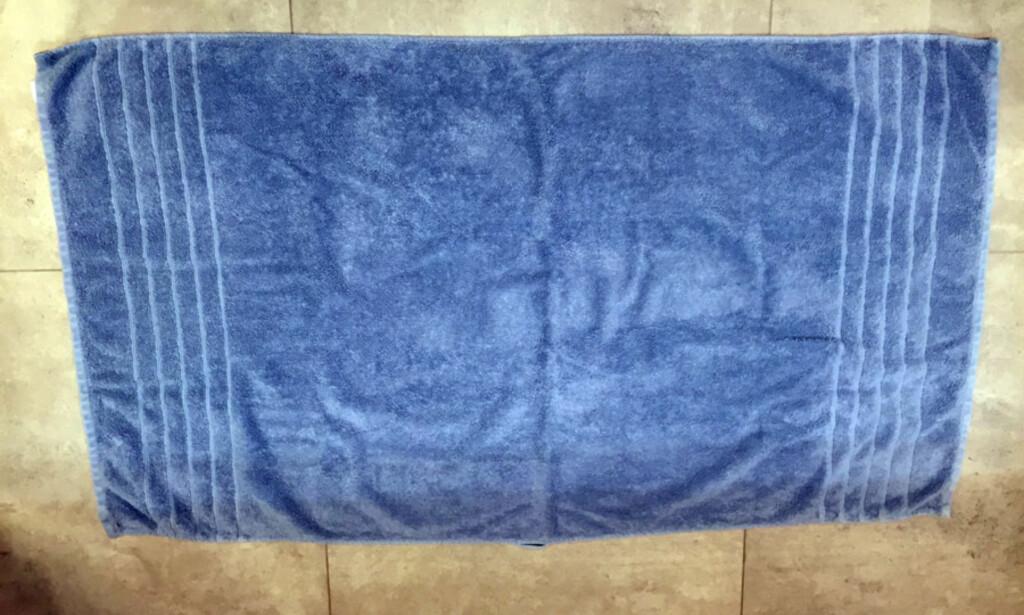 1: Enten håndkleet ligger eller du holder det selv, så ser utgangspunktet slik ut.