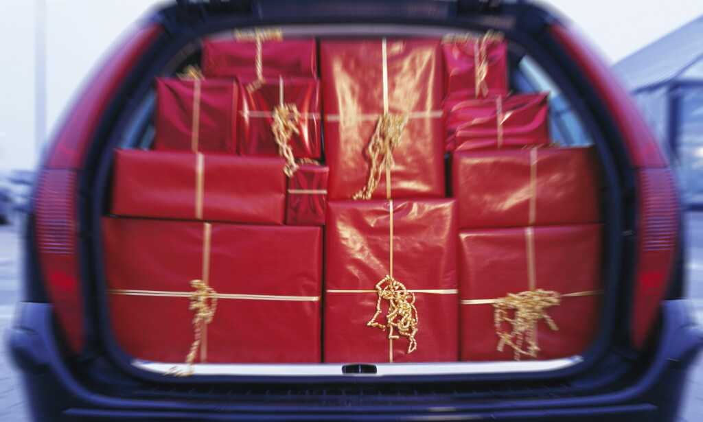 KAN TA LIV: Pakk bilen riktig før du legger ut på kjøretur i julen. Løse gjenstander i kupeen kan ta liv dersom uhellet er ute. Foto: Scanpix