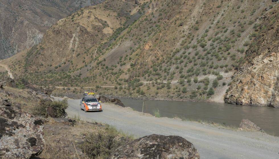 EN ANNEN TYPE HIGHWAY: Pamir highway er kanskje ikke hva en forbinder med en typisk highway. Om den i det hele tatt er blitt oppdatert siden den ble bygget er et annet spørsmål. Foto: Torkild Bredesen / Peter Byng
