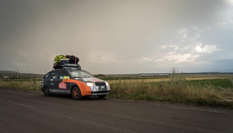 DRITTBIL: Reglene i Mongol Rally er klare, man må kjøre en drittbil. Foto: Torkild Bredesen / Peter Bryng