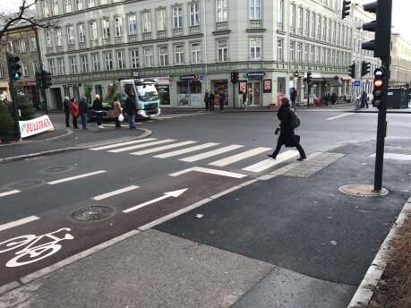 De færreste ser seg for når de går over sykkelveien i det nye lyskrysset i Sannergata i Oslo.