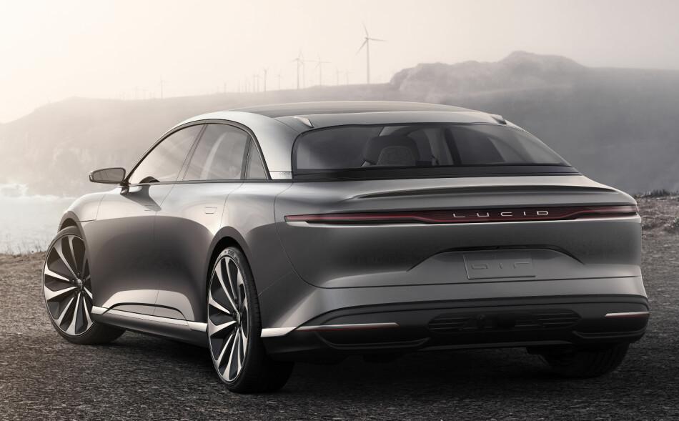 EL-LUKSUS: Som Tesla gjorde, akter Lucid Motors (ex Atieva), å hente pengene til å utvikle seg videre fra formuende kunder, og vil derfor tilby en dyr luksusbil med høye ytelser i sin oppstartsfase. Konseptbilen Air er forløperen for den første modellen fra den ferske produsenten. Foto: Lucid Motors