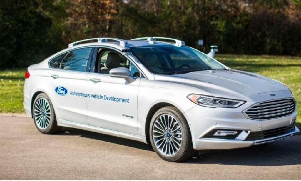 SELVKJØRENDE FORD: Ford har nettopp vist frem sin Ford Fusion selvkjørende bil. Denne, og flere andre blir å se under årets CES. Foto: Ford