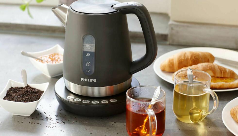 TEST AV VANNKOKERE: Philips HD9380/20 kommer best ut både på energiforbruk og koketid. Den har også tidligere vunnet en test av vannkokere. Men husk å velg en kjele som ikke er større enn du trenger, ikke varm mer vann enn du trenger - og ikke gjør det varmere enn du skal ha det. Foto: Philips