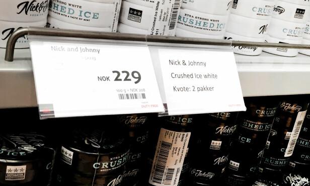 TO PAKKER: Kjøper du tradisjonell porsjonsnus, har du alltid du kunnet kjøpe kun to rør på taxfree. Etter at tollerne snur i snussaken blir dette også tilfellet for slim-snusen. Foto: Ole Petter Baugerød Stokke