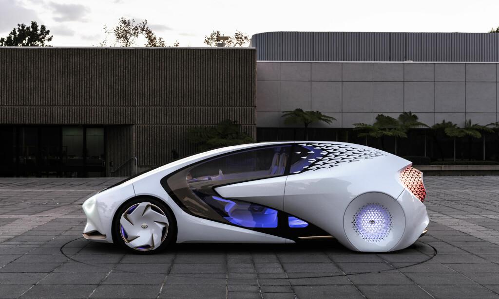 KINDEREGG: Transportmiddel, kamerat og - hvem vet - kanskje terapeut i samme slengen? Det mangler ikke på visjoner rundt Toyotas nyeste forslag til fremtidsbil. Foto: Toyota