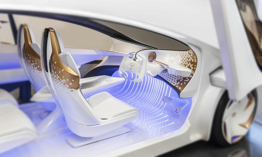 KJØLIG STIL: AI-agenten Yui i Toyota Concept-i vil kommunisere med fører og passasjer via eksempelvis fargekodet lys. Foto: Toyota
