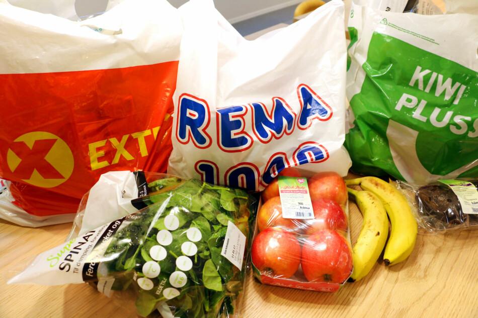 PRISTEST PÅ FRUKT OG GRØNT: Rema 1000 er dyrest både med og uten kunderabatt, mens Extra er billigst, viser vår pristest av frukt og grønt. Foto: Kristin Sørdal/Dinside