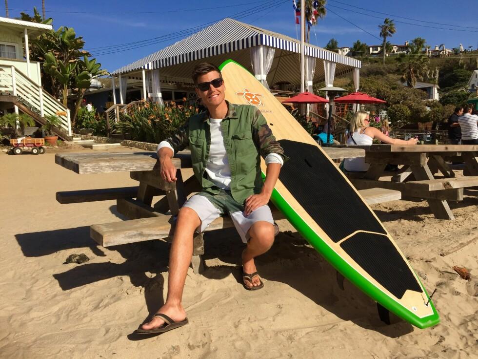 I BALANSE: Aasbø rekker å kose seg litt i USA også. Paddleboardet gir balansetrening men mest moro. Foto: FRED MAGNE SKILLEBÆK