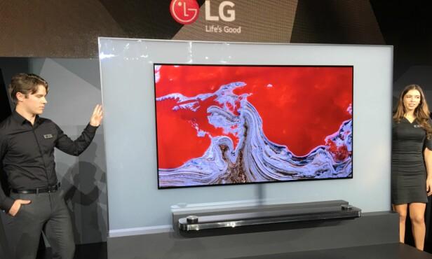 <strong>SYLTYNN:</strong> LG sin nye Oled-TV er bare 2,57 mm tykk. Foto: Bjørn Eirik Loftås
