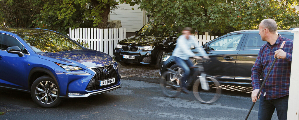 NABOKRANGELEN: Hele nabolaget ønsker seg SUV. Den nye LEXUS NX300 vil garantert gjøre livet surt for flere av konkurrentene. Foto: ESPEN STENSRUD