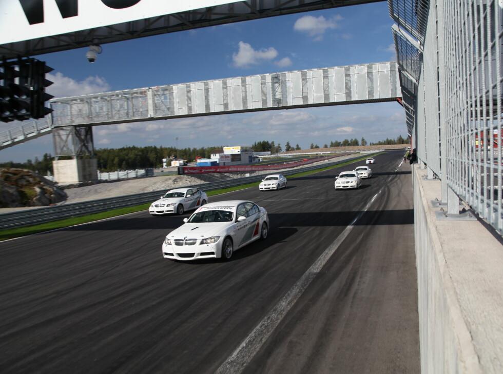 30 MIN RACE:5 stk, raceriggede BMW 325 sto til vår disposisjon. GØY. Foto: RUNE M. NESHEIM