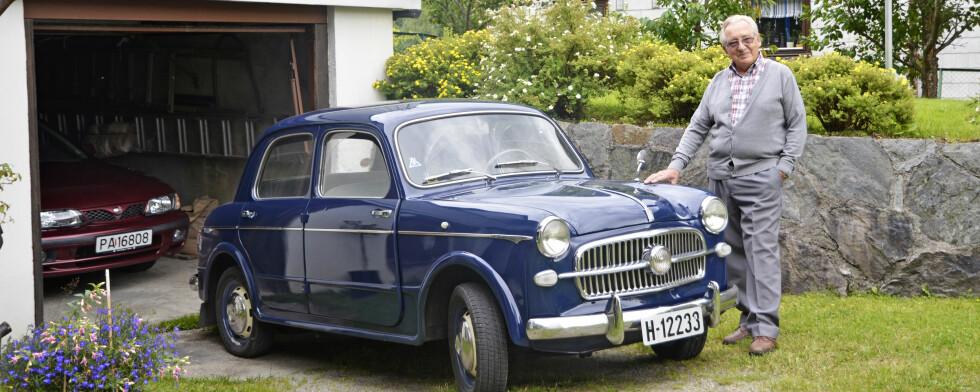 GJENFORENINGEN: Stein Inge kjøpte en 1957-modell Fiat 1100 og begynte å grave i historien. Han fant tilbake til en av de første eierne og besøkte han.  Foto: STEIN INGE STØLEN