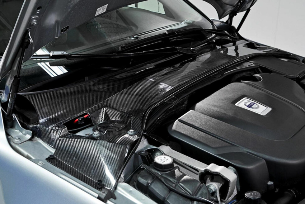 Panelet har funksjon som deksel og fjærbeinsstag. Foto: Volvo Car Group